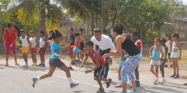 La preparación física y el sano esparcimiento no podían estar ausentes y de ellos gozaron en un dinámico a jugar los pioneros del seminternado José Luis Tasende