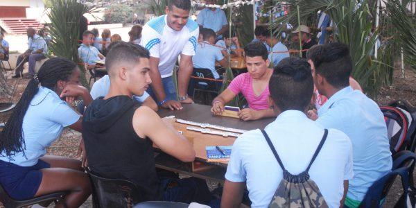 Juventud e idiosincrasia se tomaron de la mano durante el torneo  abierto de dominó en el preuniversitario Celia Sánchez