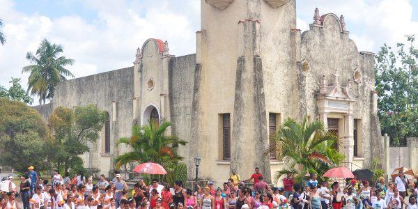 La algarabía de la Sanabanda contagió a participantes, público y transeúntes del Paseo Martí