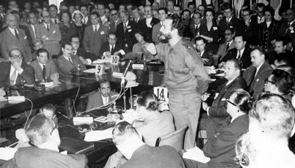 Fidel en el Consejo Económico de los 21 en Argentina. Foto tomada de Vanguardia.