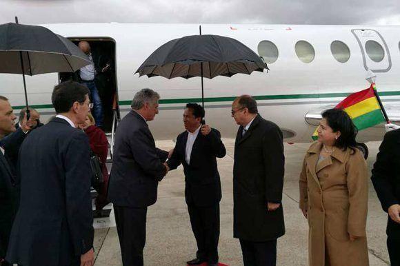 Miguel Díaz-Canel llega a BolivaFoto: Twitter/ @MRE_Bolivia
