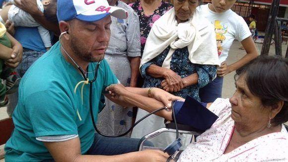 Los internacionalistas cubanos coincidieron en señalar que el premio no solo es un reconocimiento a los médicos de la isla, sino a la Revolución y a la valía de la medicina cubana a nivel mundial y en especial 'a nuestro querido Comandante Fidel