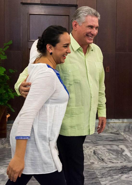 El vicepresidente cubano, Miguel Díaz-Canel junto a la presidenta del Parlamento, Gabriela Rivadeneira, durante la visita de la líder ecuatoriana a Cuba en 2016. Foto: Calixto N. Llanes/ Juventud Rebelde/ Archivo.