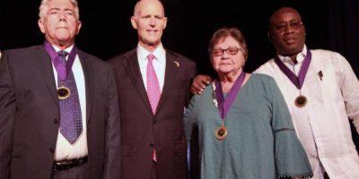 De izq a derecha: De Fana, Scott, Roque y Antúnez tras la ceremonia de condecoración en la Florida. Foto: The Miami Herald.