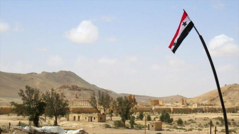Bandera de Siria izada en Palmira. Foto tomada de HispanTV.