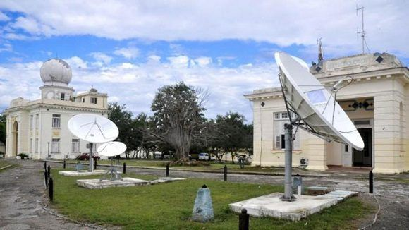 Las experiencias dejadas por el huracán Matthew y el exitoso desempeño del radar de Gran Piedra, calificado como el coloso oriental con 44 años de explotación, quedaron resaltadas durante la reunión. Foto: Diario Granma.