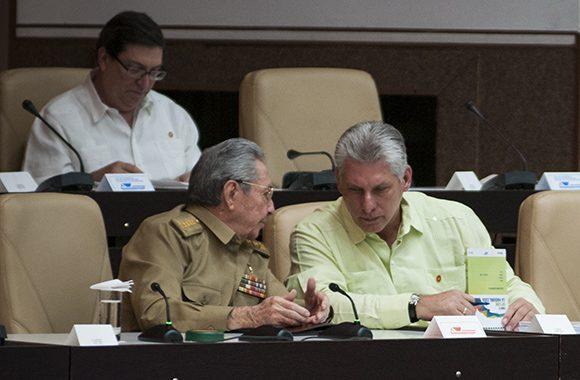 Raúl Castro y Miguel Díaz-Canel en el Palacio de las Convenciones de La Habana durante la sesión extraordinaria de la Asamblea Nacional del Poder Popular el 31 de mayo. Foto. Irene Pérez/ Cubadebate.