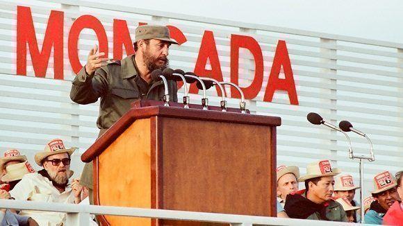 Pronuncia discurso en el acto conmemorativo del XXVII Aniversario del Asalto al Cuartel Moncada efectuado en la provincia de Ciego de Ávila, 26 de julio de 1980. Foto: Estudios Revolución / Sitio Fidel Soldado de las Ideas
