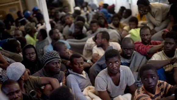 Los refugiados, como estos subsaharianos rescatados del mar por Proactiva Open Arms, son uno de los objetivos de las mafias de órganos a causa de su extrema vulnerabilidad.