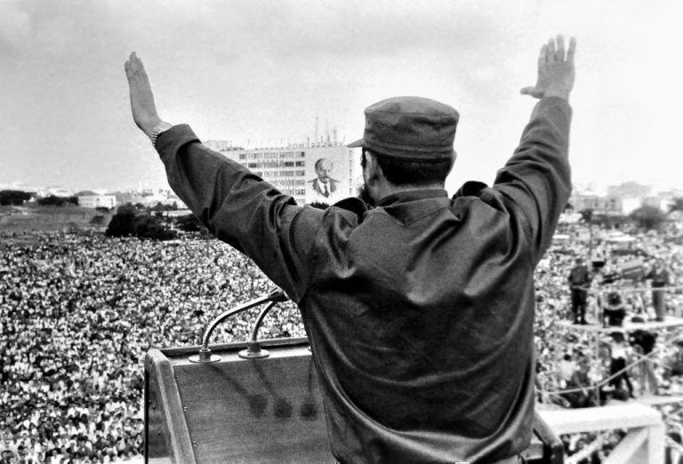 """""""En la Plaza de la Revolución"""" (1965). Foto: Alberto Korda."""