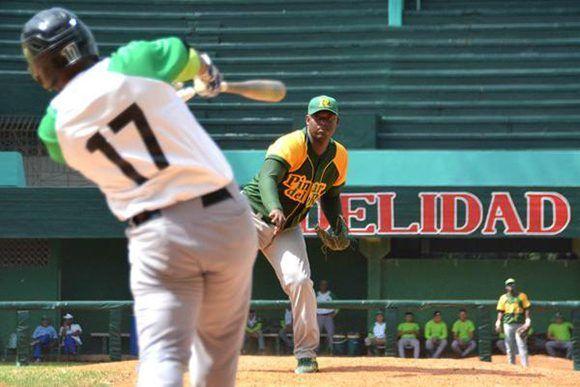 Erlys Casanova lideró a los pinareños en el triunfo 6-1 frente a Cienfuegos. Foto: Modesto Gutiérrez/ ACN.