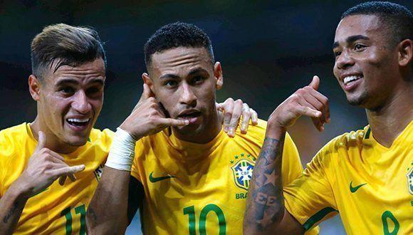 Coutinho, Neymar y Gabriel Jesus con la selección brasileña. Foto tomada de AS.