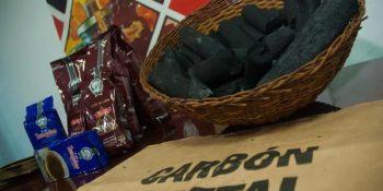 Carbón vegetal artesanal de marabú, producto de la Empresa CUBAEXPORT, será la primera exportación de un producto cubano a los Estados Unidos de América, en más de cinco décadas, en La Habana, el 5 de enero de 2017. Foto: Diana Inés Rodríguez (ACN).