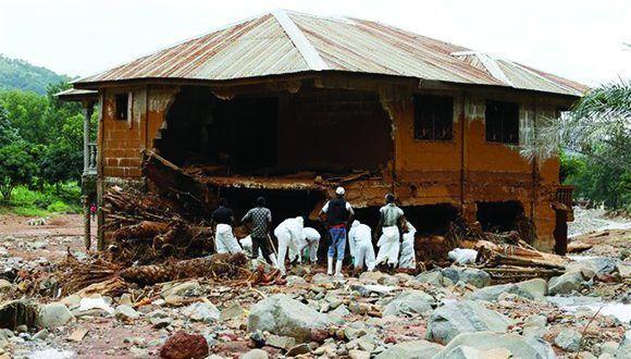 El deslave en la capital de Sierra Leona ha causado la muerte de casi 500 personas. Foto: Reuters