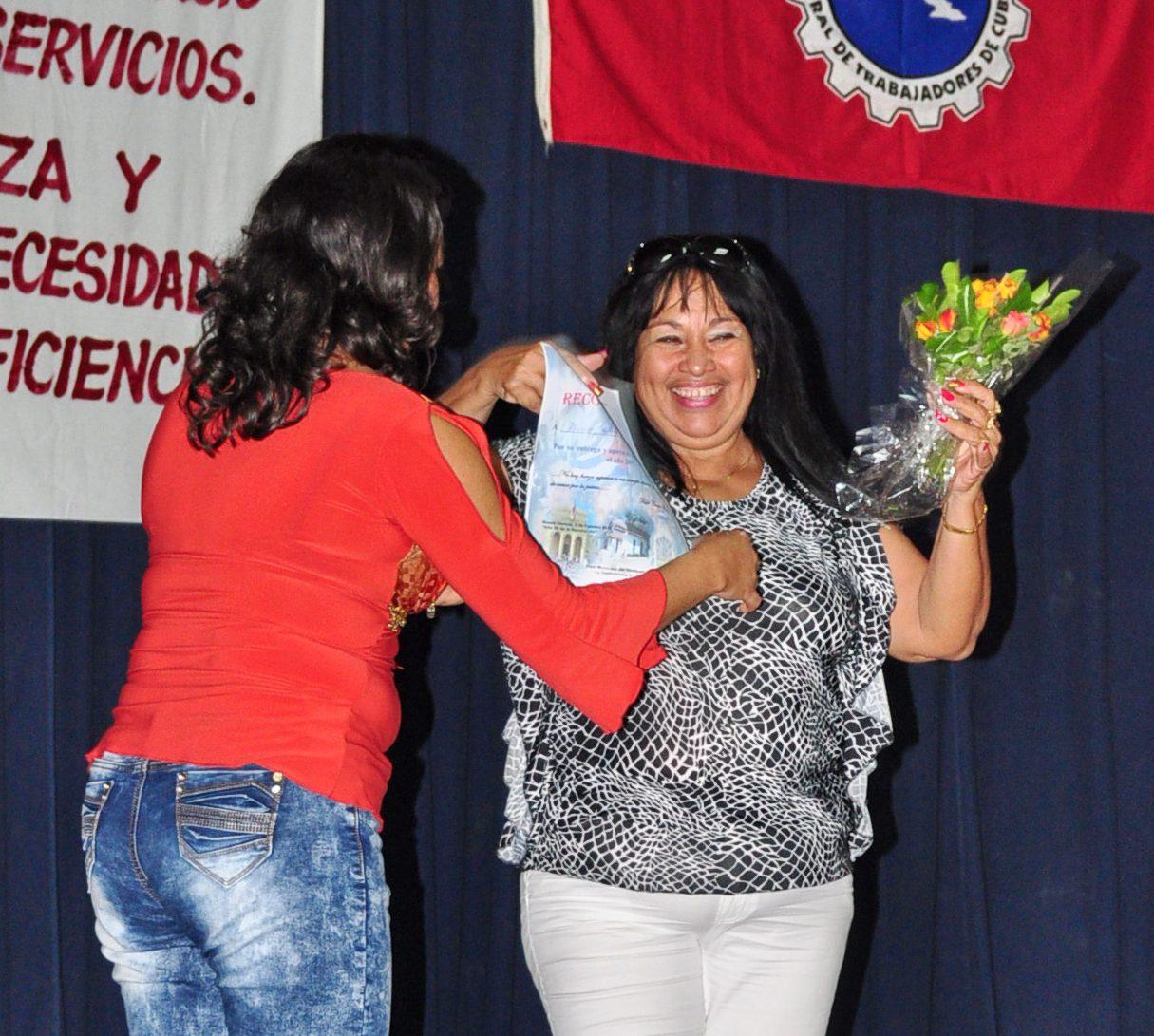 Durante el reconocimiento a los trabajadores Foto: Victor Víctor Piñero Ferrat