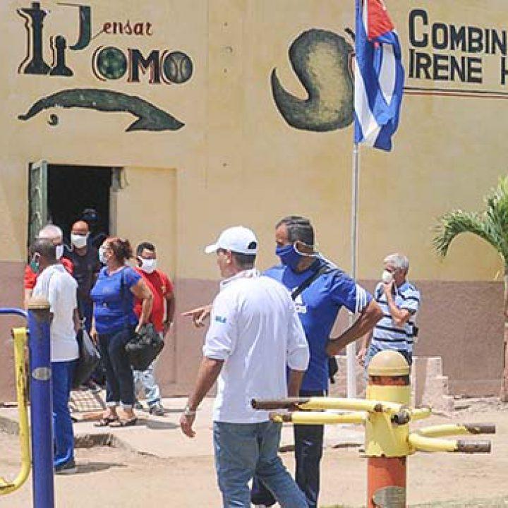 Visita a las intalaciones deportivas Viceprecidente 1ro del Inder.Foto Yoandris Delgado Matos (1)