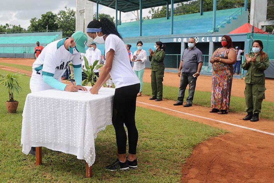 Abanderamiento equipo de béisbol IJ.Fotos Yoandris Delgado Matos (28)