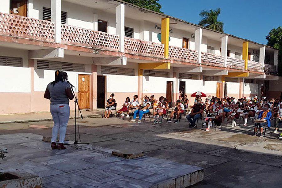 Graduaciones en tiempo de covid.Fotos Yoandris Delgado Matos (1)
