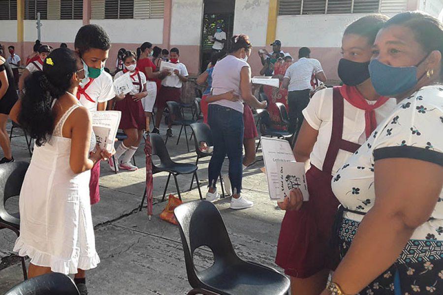 Graduaciones en tiempo de covid.Fotos Yoandris Delgado Matos (3)