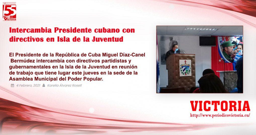 Intercambia Presidente cubano con – Autor