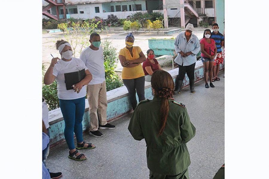 Recorrido del Consejo de Defensa Municipal por comunidades libres de covid-19 (4)