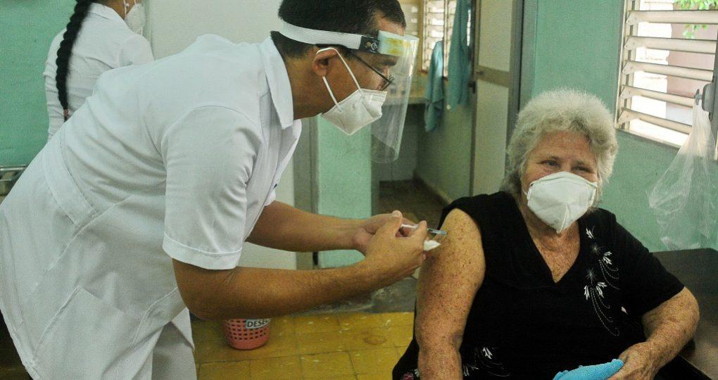 Inicia vacunación a la población, fotos Yesmanis Vega Ávalos_1
