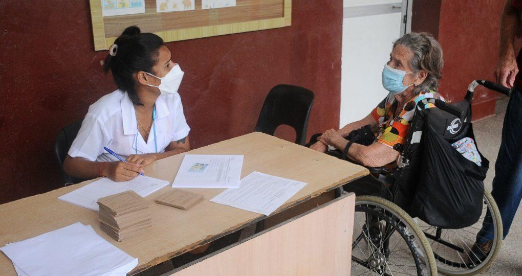Inicia vacunación a la población, fotos Yesmanis Vega Ávalos_8