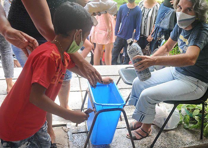Desinfección de manos.Fotos Yoandris Delgado Matos (5)